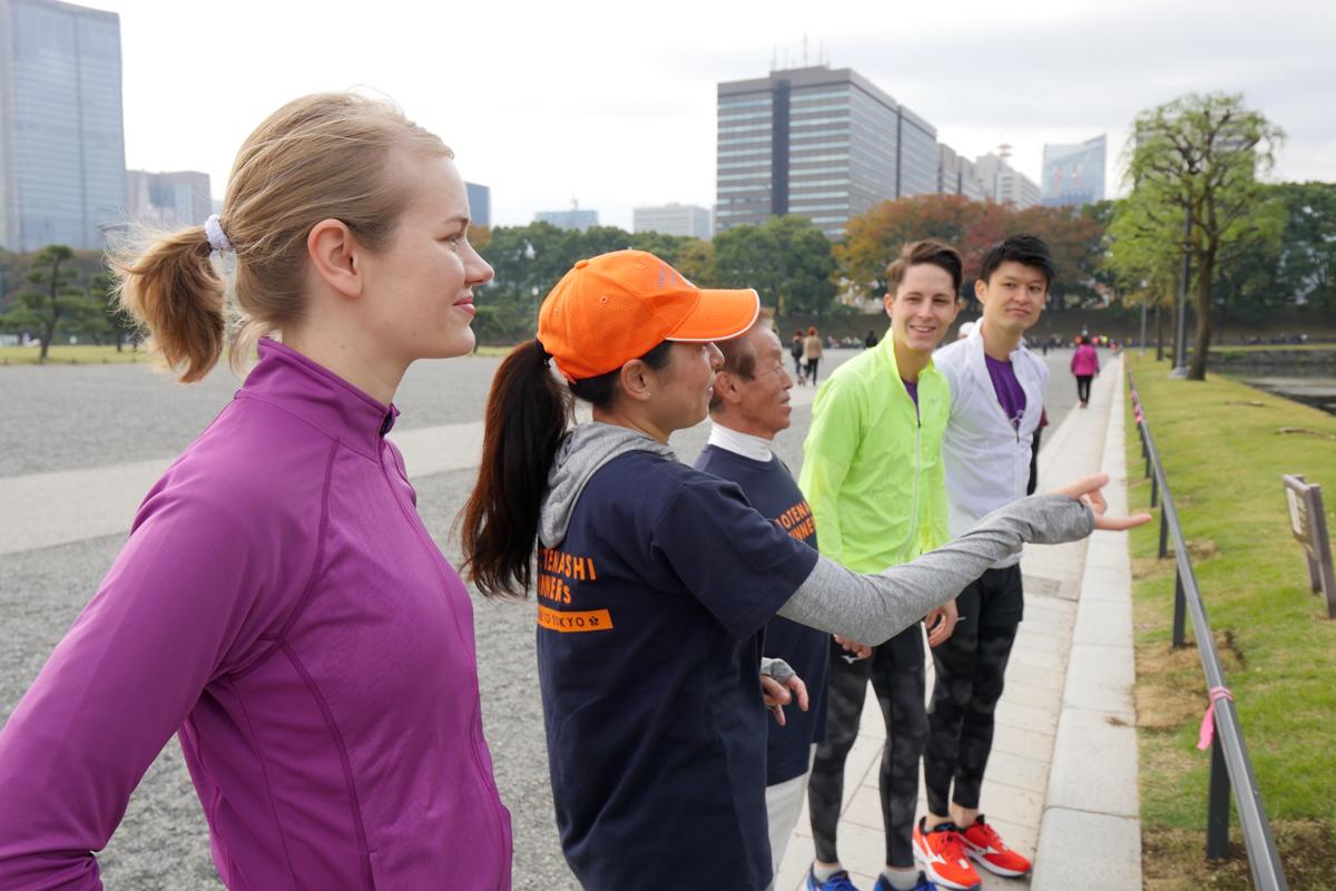 OMOTENASHI Runner用英語為你講解皇居周圍的觀光景點。