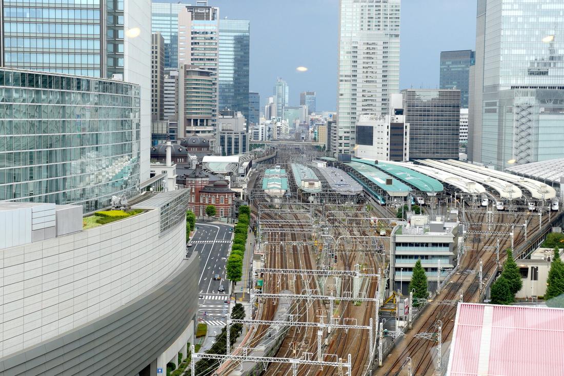 도쿄역의 역사와 줄지어 있는 신칸센
