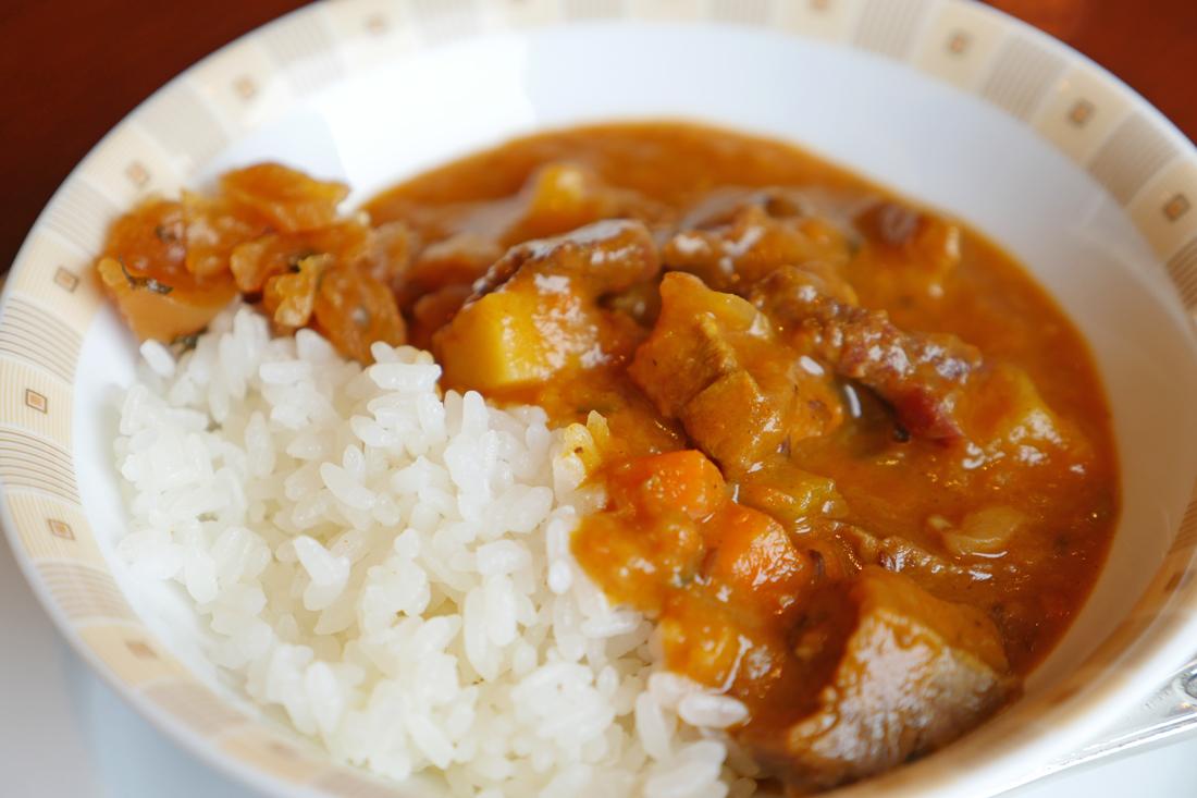 從昭和時期就被人們所喜愛的帝國酒店的咖喱。咖喱保留了蔬菜的香味,很好吃!