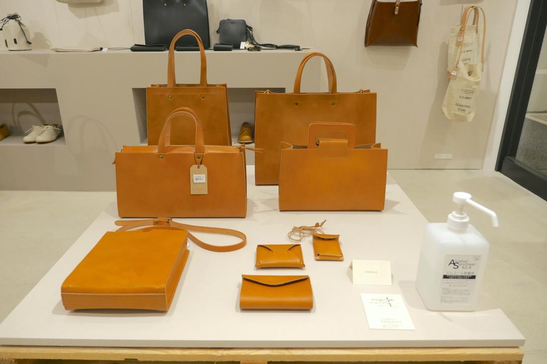 採用直線型設計的包包和錢包。男女老少都適用。